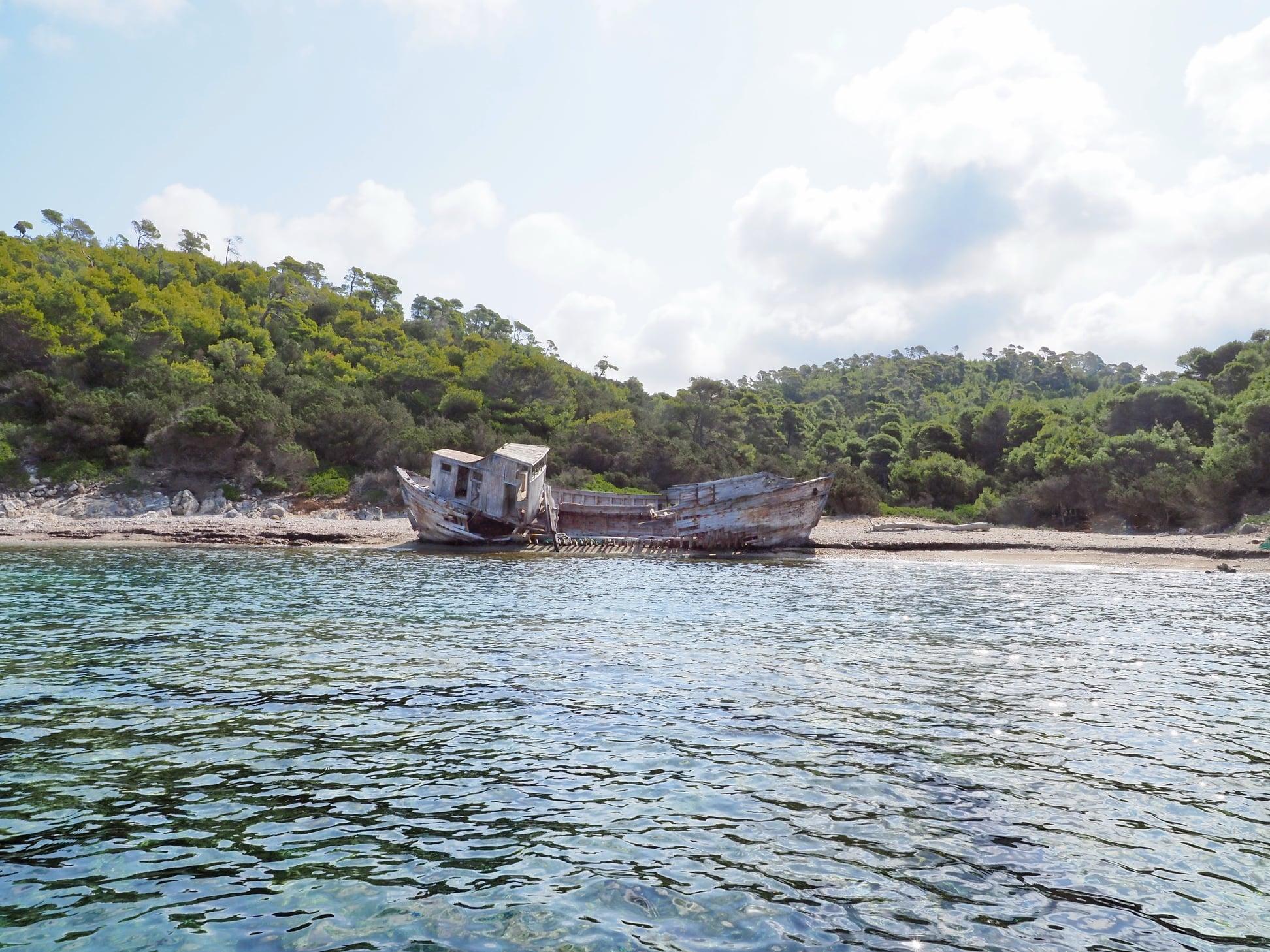Ποια είναι η ιστορία του ναυαγίου «ΑΓΑΛΙΠΑ»;<br>Πώς βρέθηκε, σε αυτήν την αμμουδιά της Σκύρου;<br>Σε ποιόν περιήλθε και για ποιους λόγους;